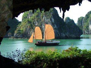 Để du lịch vịnh Hạ Long không đơn điệu