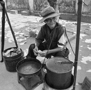 Đến Hội An ăn chè xí mà của ông lão 97 tuổi