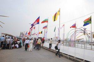 Hàng nghìn người 'tìm ký ức' trên cầu Long Biên