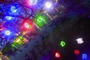 Tràn ngập ánh sáng bên hồ Gươm