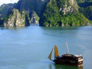 Vịnh Hạ Long vào chung kết 7 kỳ quan thế giới