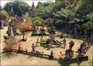 Sang Lào, tới thăm công viên tượng Phật
