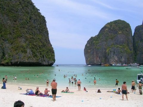 http://www.namphuongtourist.com/wp-content/uploads/2012/10/daophiphi.jpg