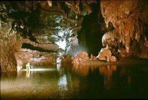 Khe Ry (Quảng Bình) – Hang động nước dài nhất châu Á