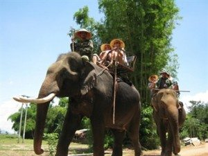 Du lịch với người M' Nông hồ Lắk