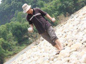 Độc đáo suối đá trứng ở Gia Phú (Bảo Thắng)