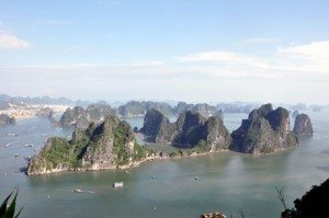 Lên núi Bài Thơ ngắm Vịnh Hạ Long