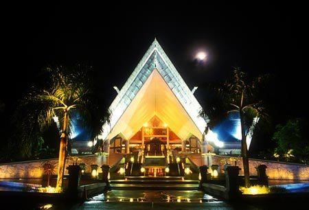 Nhà hát quốc gia Istana Budaya.