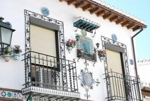 """Chiêm ngưỡng """"thị trấn trắng"""" ở Tây Ban Nha"""