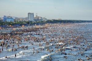 Nở rộ phong trào du lịch biển đảo