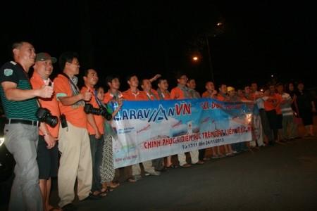 Doan caravan chinh phuc 4 diem cuc
