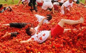 """Giới trẻ Trung Quốc mê mệt với """"Bữa tiệc cà chua"""""""